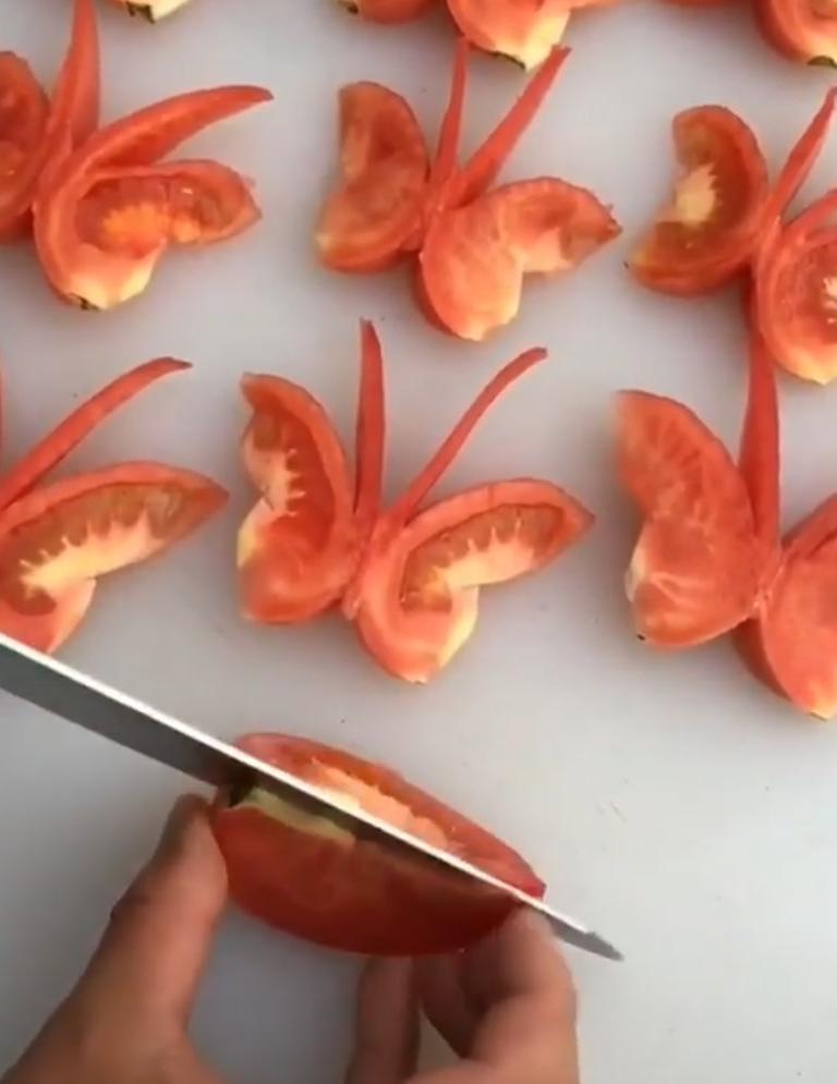"""Мой """"спасательный круг"""" на всех застольях: необычно нарезаю помидоры – с ними стол становится """"крылатым"""""""
