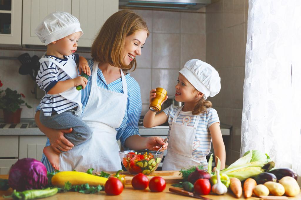 """Ребенок ест только пиццу и картофель фри? Вкус прививается в утробе матери, но родители могут на это влиять. Это тоже """"воспитание"""""""