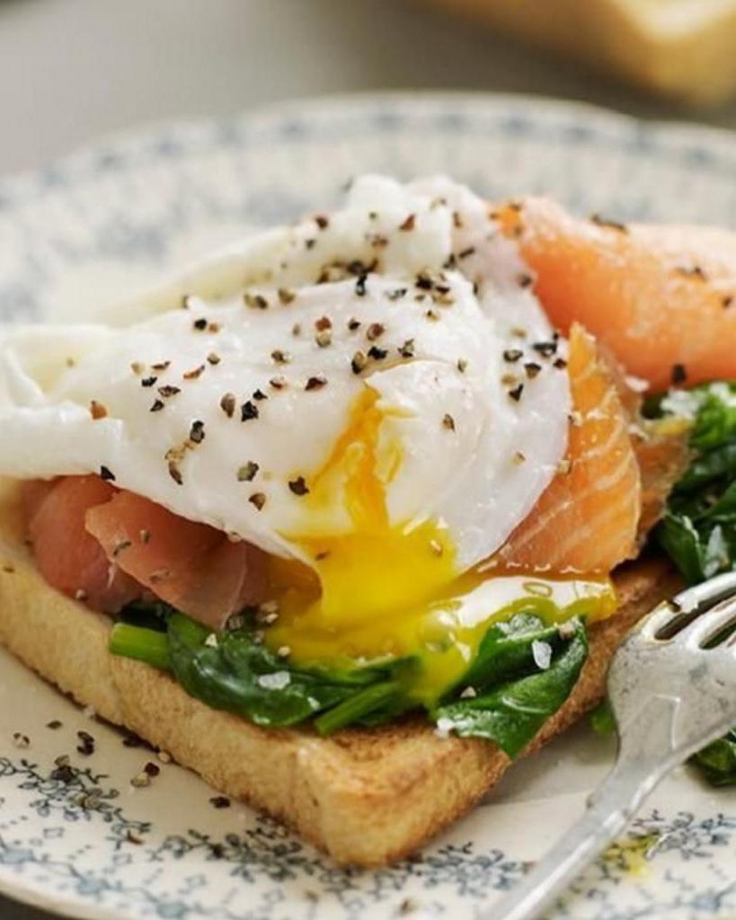 Ешьте яйца и рыбу: формула завтрака, который поможет быстрее сбросить вес