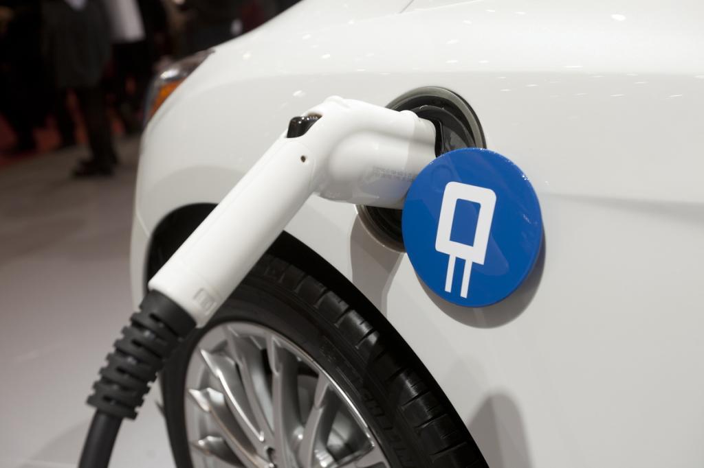 Проблема долгой зарядки электромобиля может быть решена совсем скоро: в Эстонии разрабатывают батарею, которую можно зарядить за 15 секунд