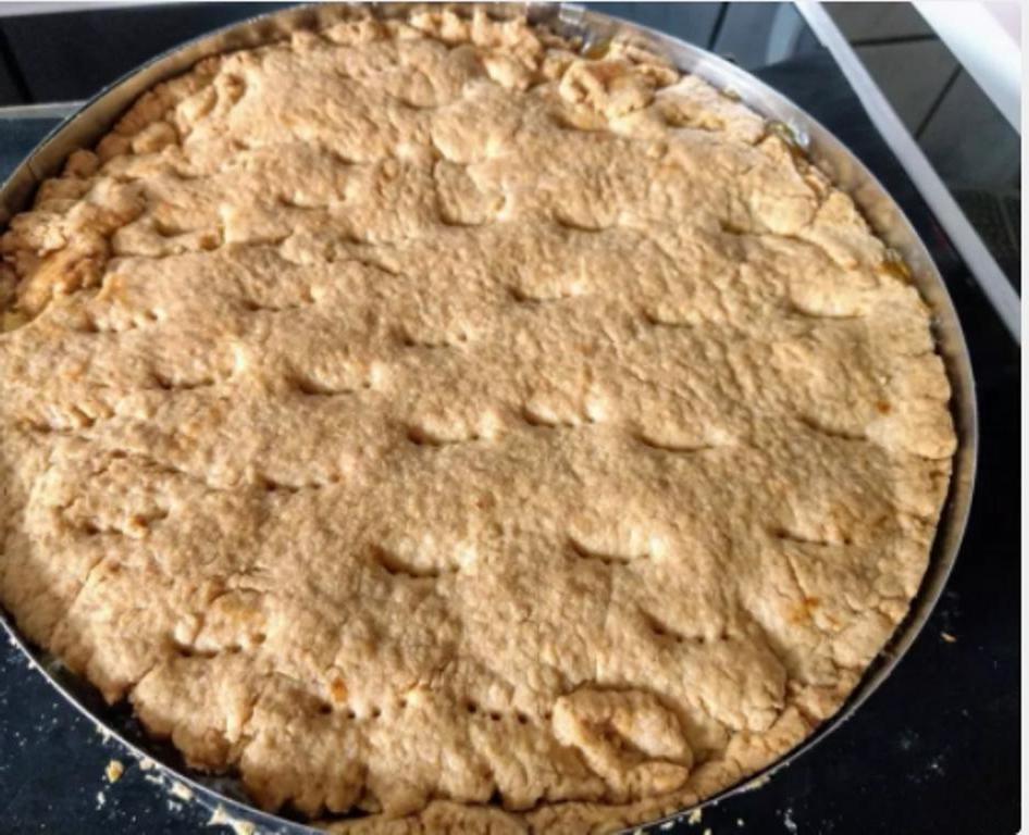 В саду созрели яблоки. Пора печь фирменный ароматный яблочный пирог в глазури