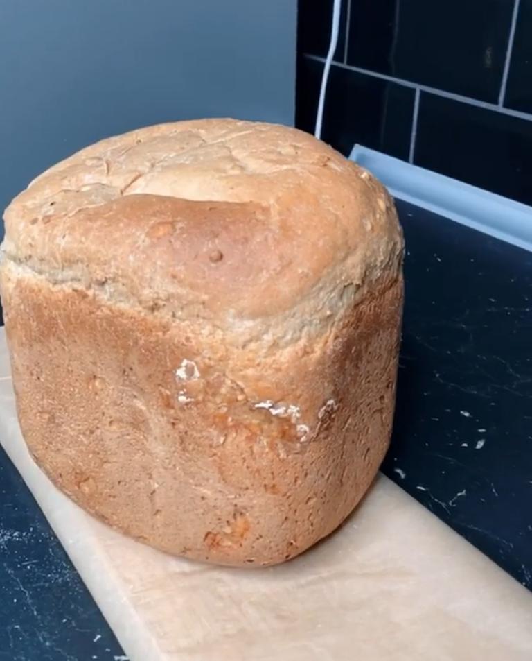 Вся семья собирается за столом, чтобы отведать фирменный хлеб моего мужа: дети стараются отхватить самый лучший кусочек – хрустящую корочку