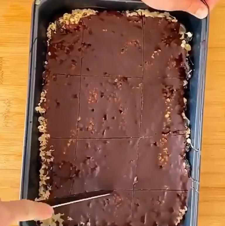 Мой парень смешал любимые сладости и презентовал свой авторский батончик: теперь это наш традиционный десерт