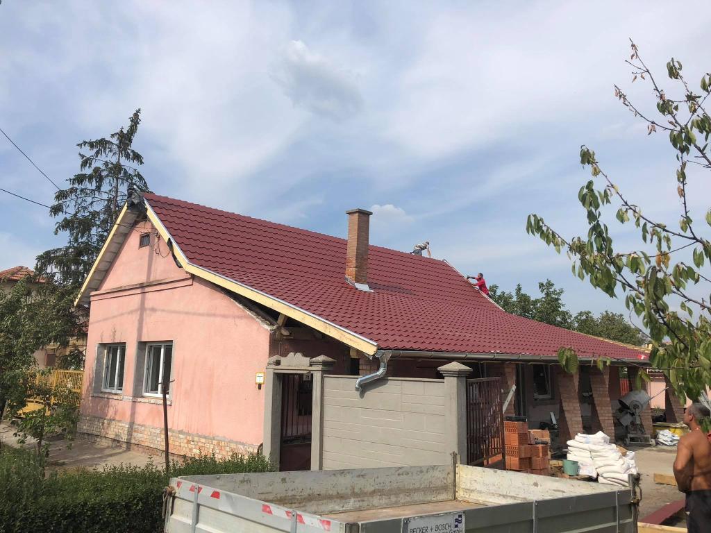 Старый покосившийся домик бабушки и дедушки преобразился до неузнаваемости: теперь выглядит, как сказочный теремок (фото)