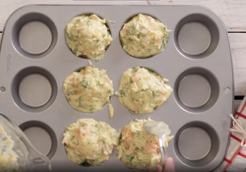 Немного подмораживаю яйца и запекаю их внутри кексов: оригинальная выпечка на завтрак и дневной перекус