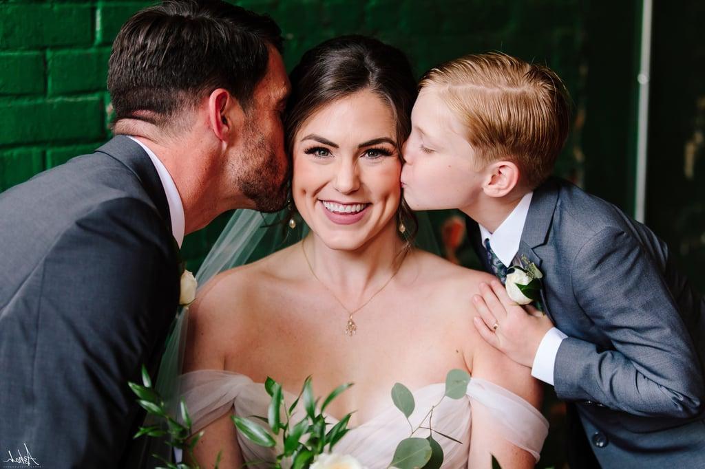 Перед свадьбой невеста преподнесла пасынку необычный подарок, который заставил его почувствовать себя ее настоящим сыном