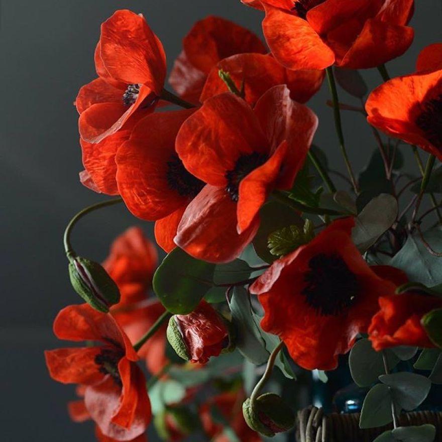 Женщина работает инженером-гидравликом, а дома делет фарфоровые цветы: с трудом верится, что они ненастоящие