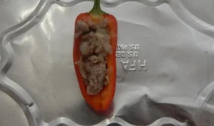 Острые лодочки из перца и индейки: фарширую овощ, посыпаю сыром и отправляю в духовку