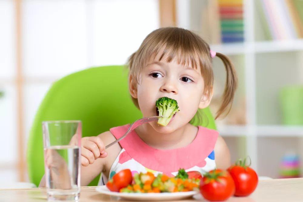 Дети не должны видеть, что вы постоянно взвешиваетесь. 10 шагов в воспитании, чтобы дети не зависели от диет
