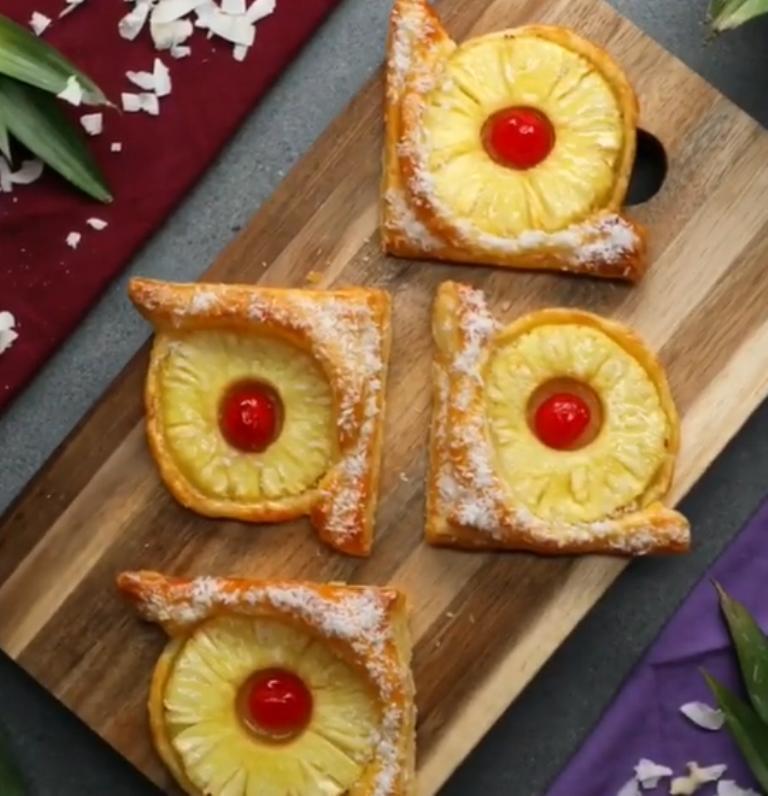Сезонные фрукты отходят на второй план, поэтому достаю запасы консервированных: пеку красочное печенье – райское наслаждение!
