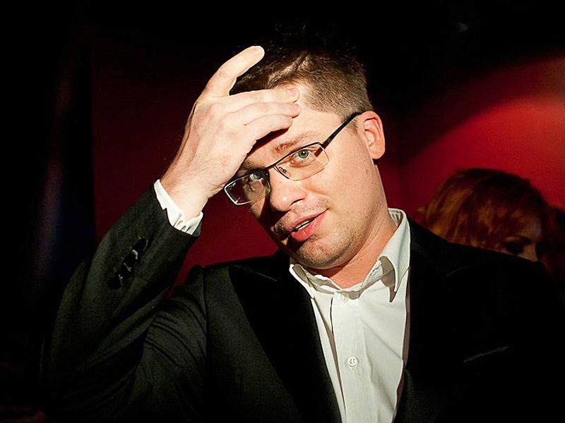 """""""Температура была, но это не коронавирус: помощник Гарика Харламова рассказал, что актер плохо себя чувствует"""