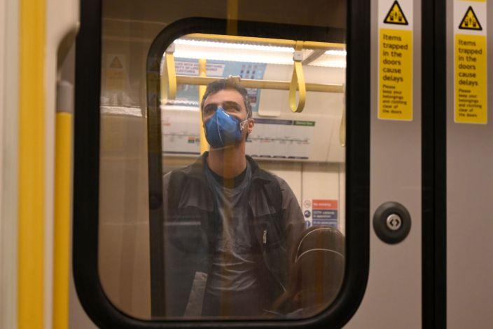 Помимо очевидных мер предосторожности, можно дополнительно снизить риск заразиться коронавирусом в поездках, зная психологию и исследования транспорта