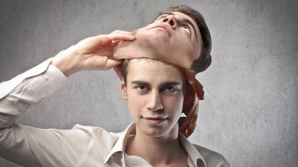 Как распознать ложного друга: он говорит о вас за вашей спиной, а также другие признаки