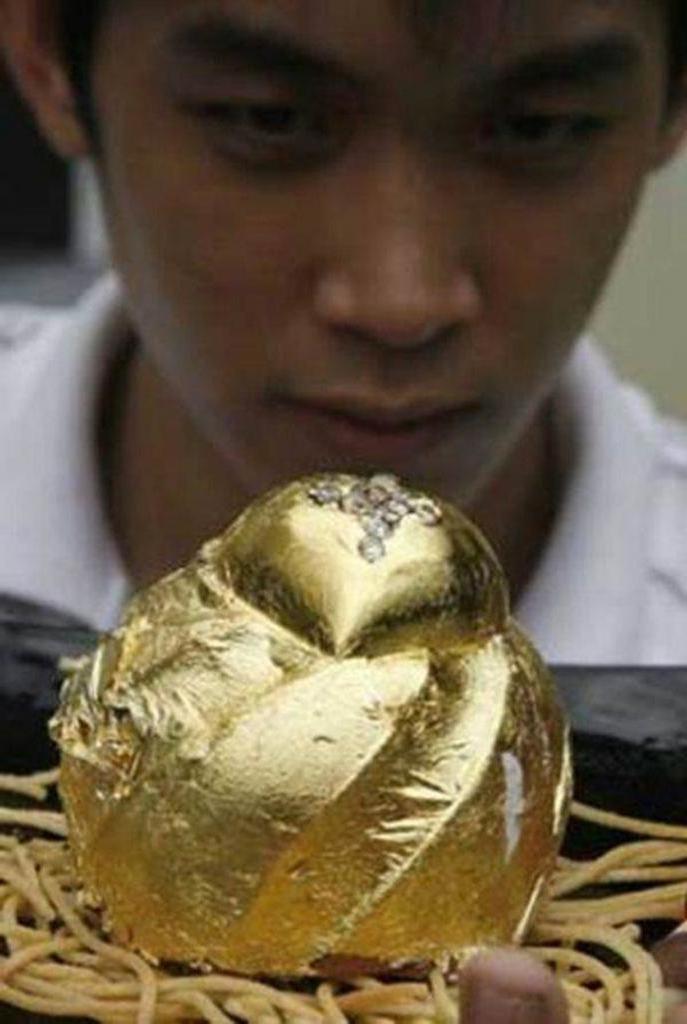 Африканские бриллианты и 24-каратное золото: филиппинский шеф-повар создает еду для богатых. Как выглядят суши и торт стоимостью около 3000 долларов (фото)