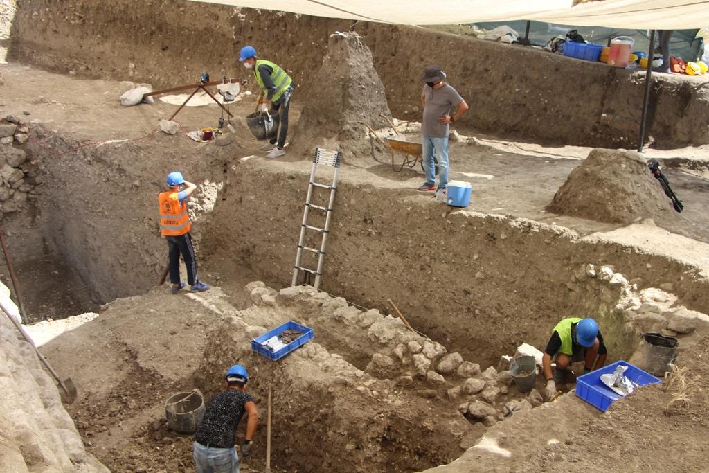 Бог виноделия: в Турции археологи обнаружили маску Диониса возрастом более 2000 лет