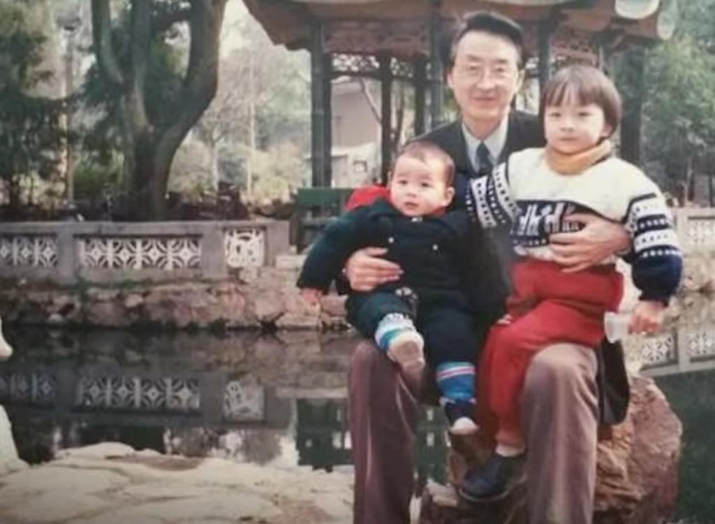 83-летний китаец разрушает стереотипы о скучной жизни на пенсии: мужчина одевается по последнему слову моды (фото)