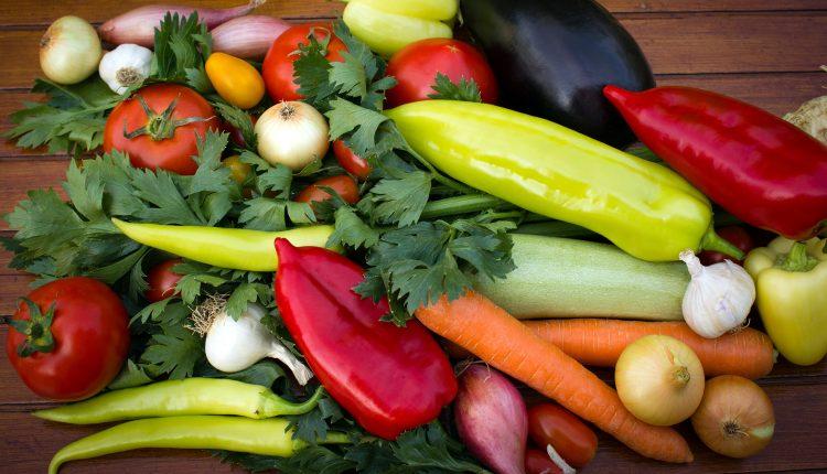 Из разных овощей я сама делаю ароматную приправу в духовке. Хватает надолго
