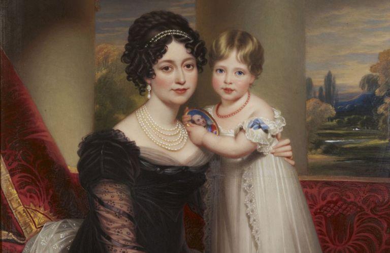 Британская королевская семья могла бы развалиться давным-давно, если бы не счастливый поворот судьбы
