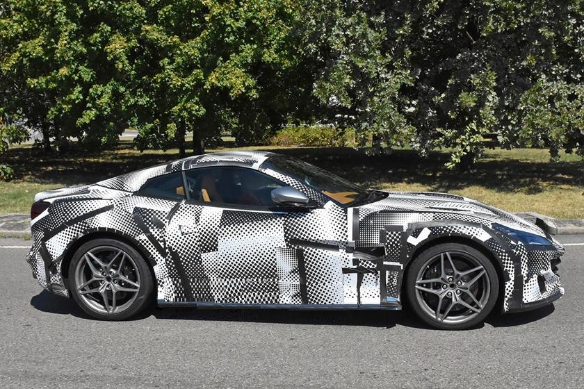 Ferrari Portofino обретает новое лицо: модель получила промежуточное обновление, которое еще скрывают (фото)