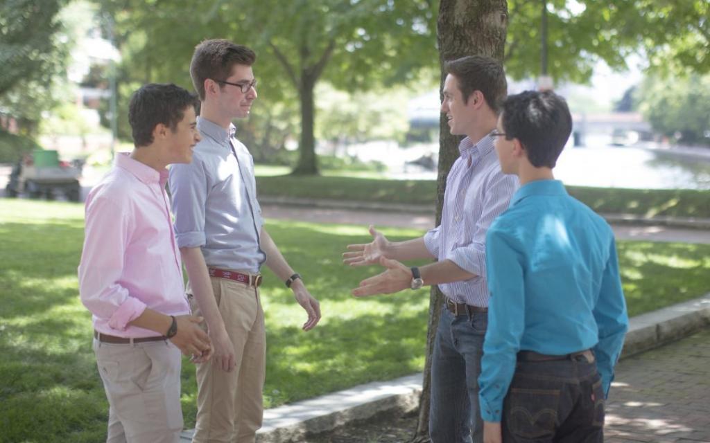 """""""Навру с три короба, пусть удивляются"""": Почему разговоры с незнакомцами полезны для здоровья"""