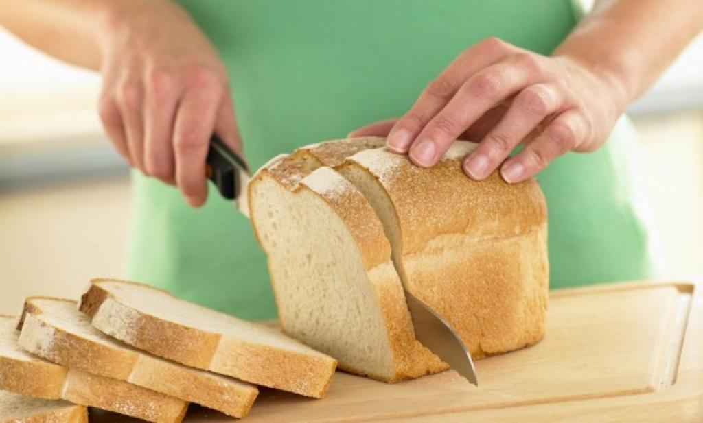 «Порог, пятка, приклад»: женщина начала дискуссию о том, как называть последний кусок буханки хлеба, и у людей есть свои варианты