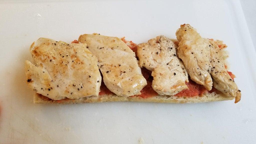 """Дети просили пиццу """"Маргарита"""": тогда я сделала для них сэндвич с курицей (они похожи, но получается куда вкуснее и сытнее)"""