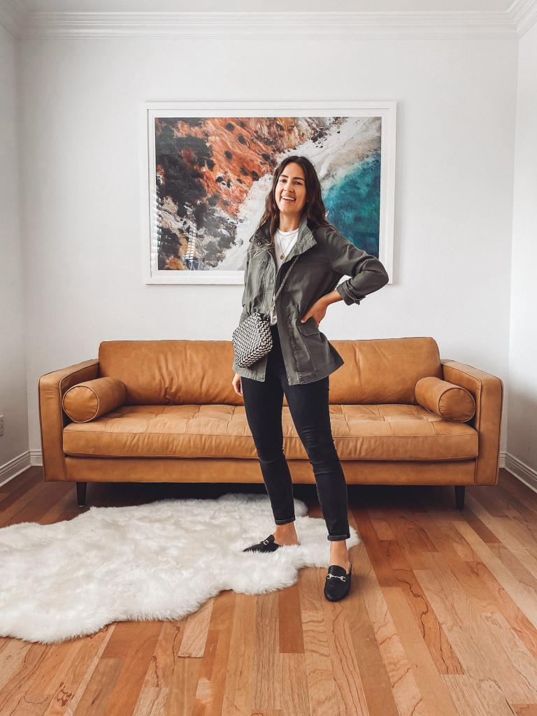 Черные джинсы можно носить всю неделю: 7 образов, для которых низ остается неизменным