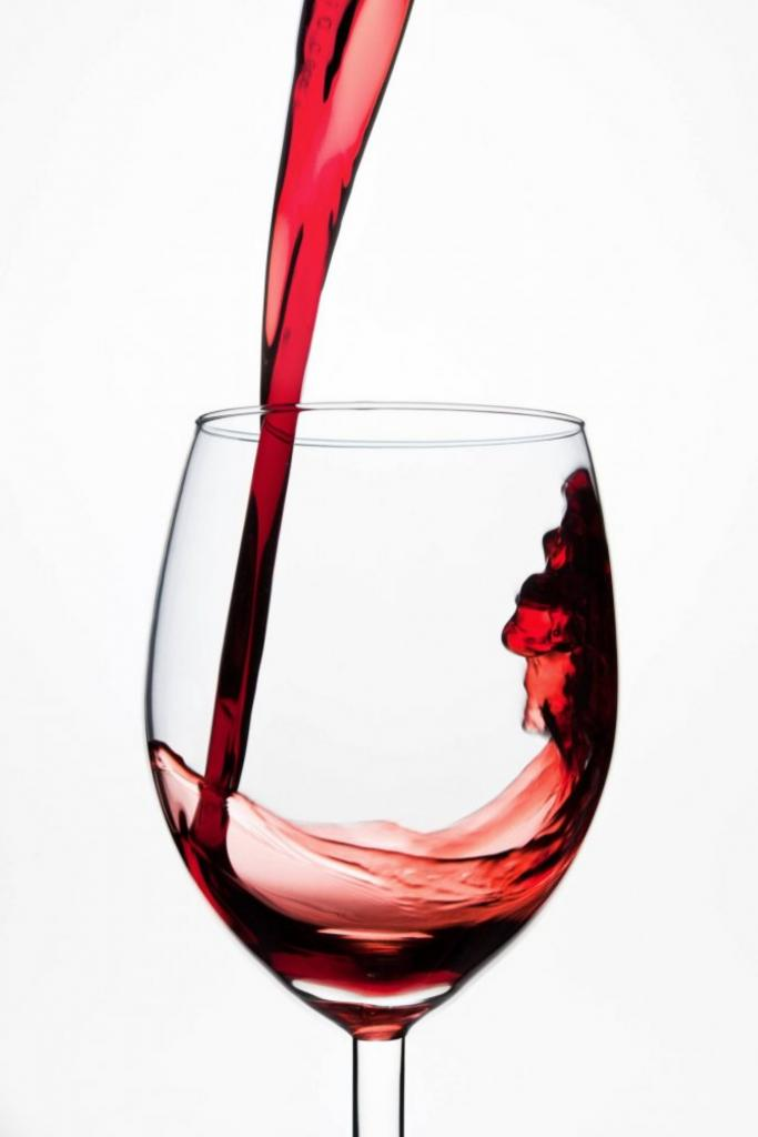 Алкоголь вполне допустим в рационе. Елена Малышева рассказала, сколько можно вина, водки и пива в неделю