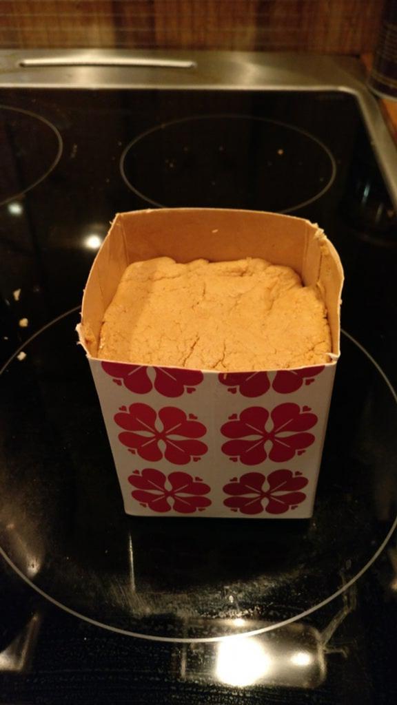 Молоко и сыворотка: рецепт норвежского сыра с карамельным оттенком