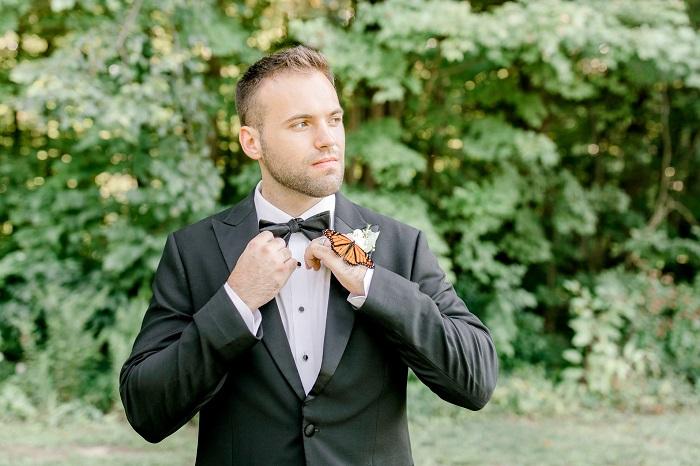 Во время свадебной фотосессии к паре присоединилась бабочка: снимки получились просто волшебными