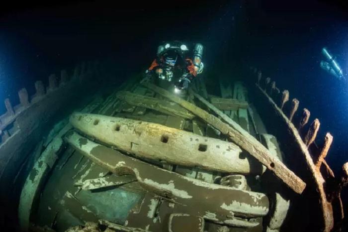 Водолазы обнаружили на дне Балтийского моря 400-летний корабль: он в таком идеальном состоянии, что ученые не могут понять причину его крушения