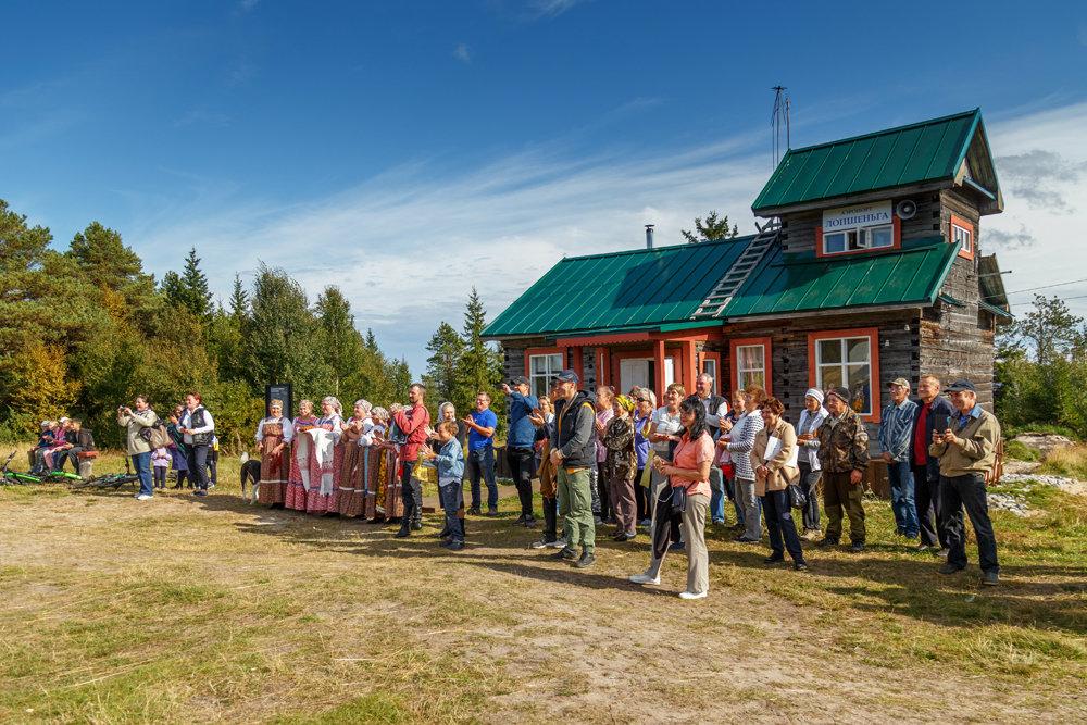 Портал в 70-е: в приморской деревне Лопшеньга открылся уникальный аэропорт-музей