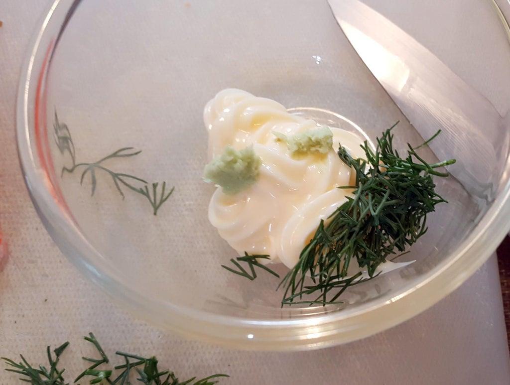 Вместо риса использую мягкий хлебушек: получается сытный ролл с морепродуктами