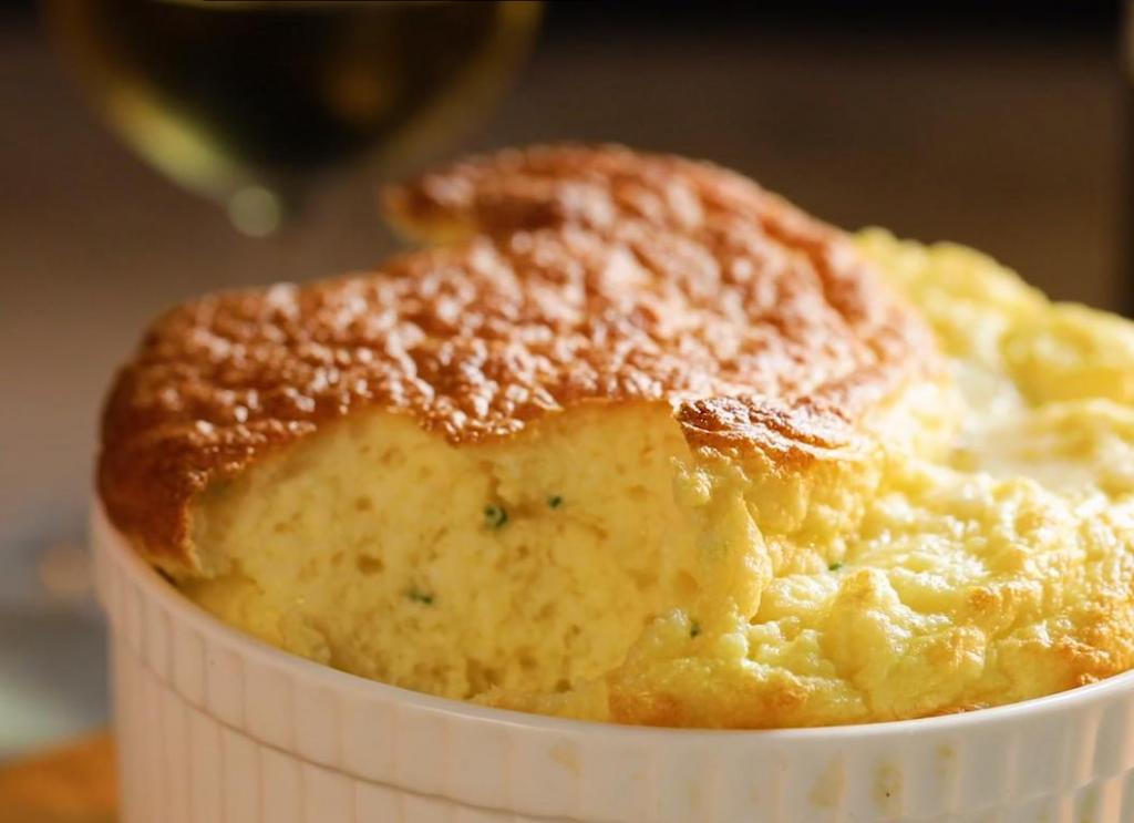 Сырное суфле из яиц, молока, муки и панировочных сухарей: надоевший омлет быстро отошел на второй план