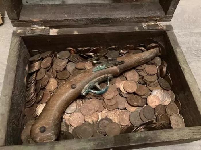 Мужчина организовал для своего племянника настоящую охоту за сокровищами, в финале которой мальчик стал обладателем настоящего клада