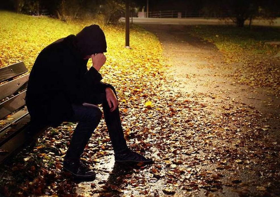 Как бороться с осенней депрессией: развесить праздничные гирлянды и включить правильное освещение