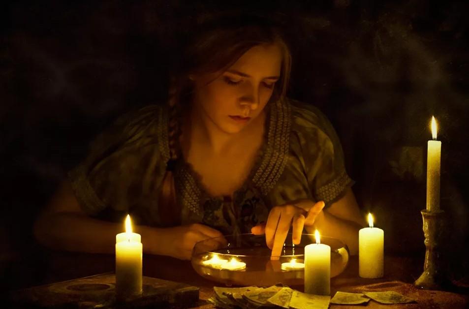 18 сентября отмечается народно-христианский праздник Захарий и Елизавета: в этот день обметают дом березовым веником от нечистой силы