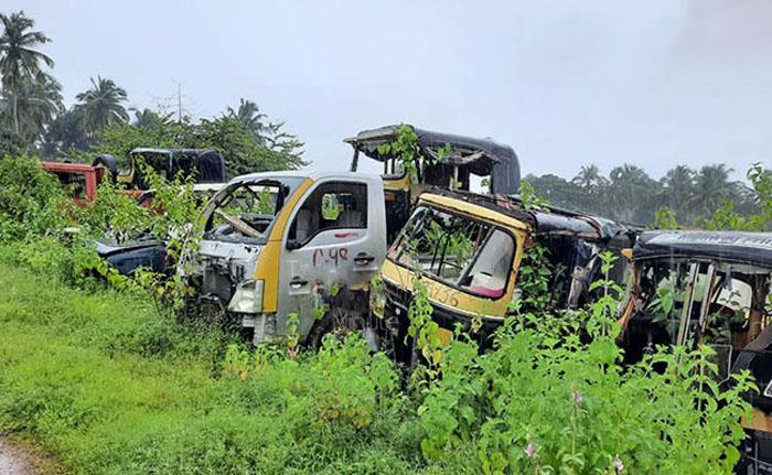 Смекалка и экономия: чтобы конфискованные автомобили не простаивали зря, индийские полицейские выращивают в них овощи