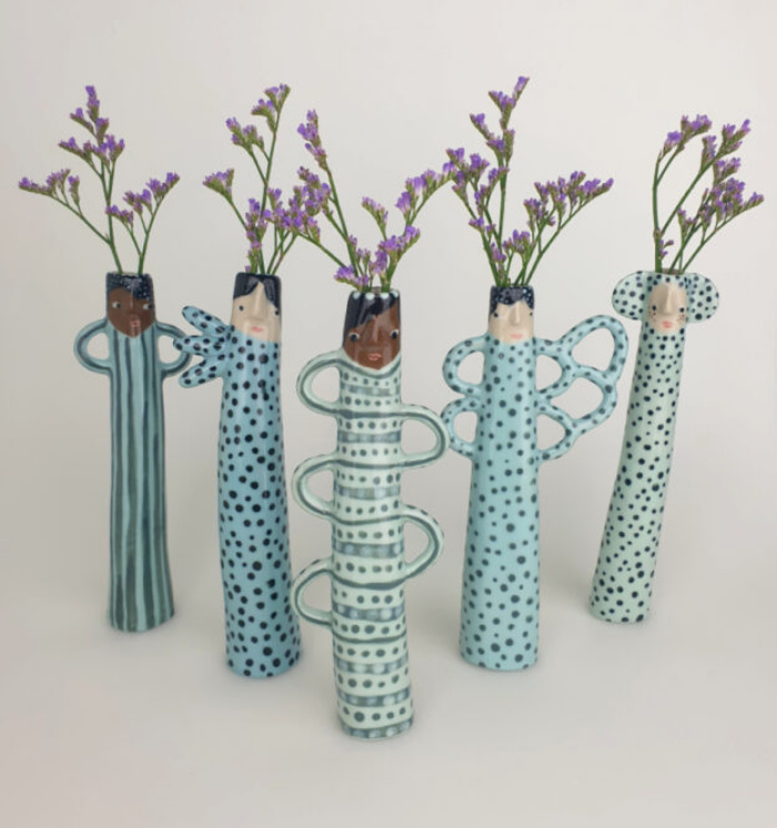 Художница Сандра Апперлу создает причудливые вазы с человеческими лицами, которые выражают эмоции и отношение друг к другу