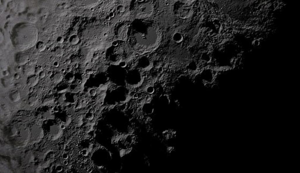 Пора открывать частную космическую компанию: NASA заплатит за добычу лунных пород до 300 долларов за грамм