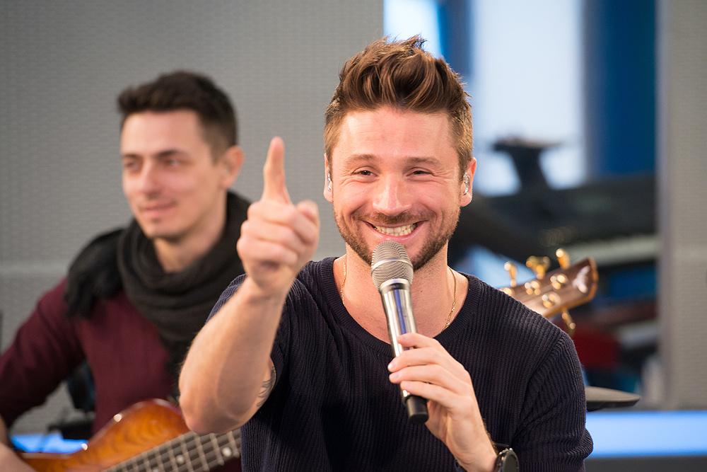 Как Сергей Лазарев реагирует, когда во время концерта отключается музыка (старое видео, которое показывает реальный профессионализм артиста)
