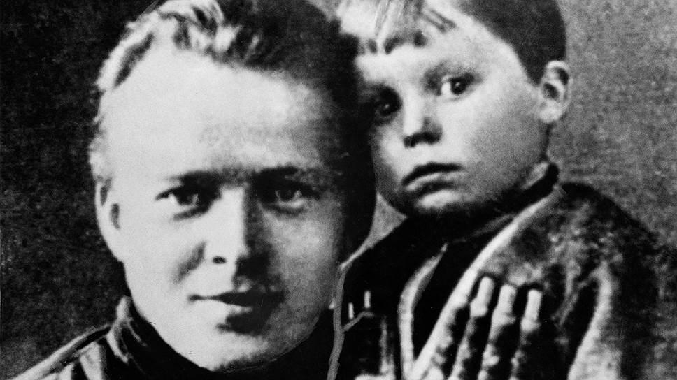 Потомки выбрали другой путь: кем стали внуки и правнуки писателя Гайдара