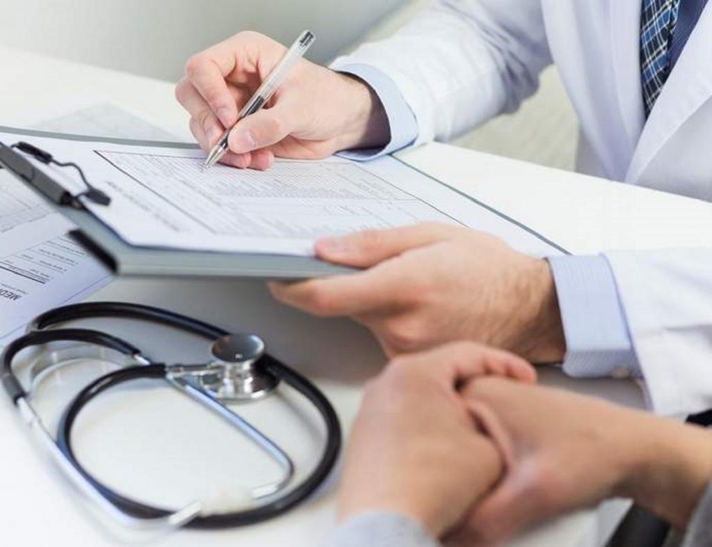 Доктор частной клиники в Бразилии помогает каждый день: он бесплатно принимает нуждающихся