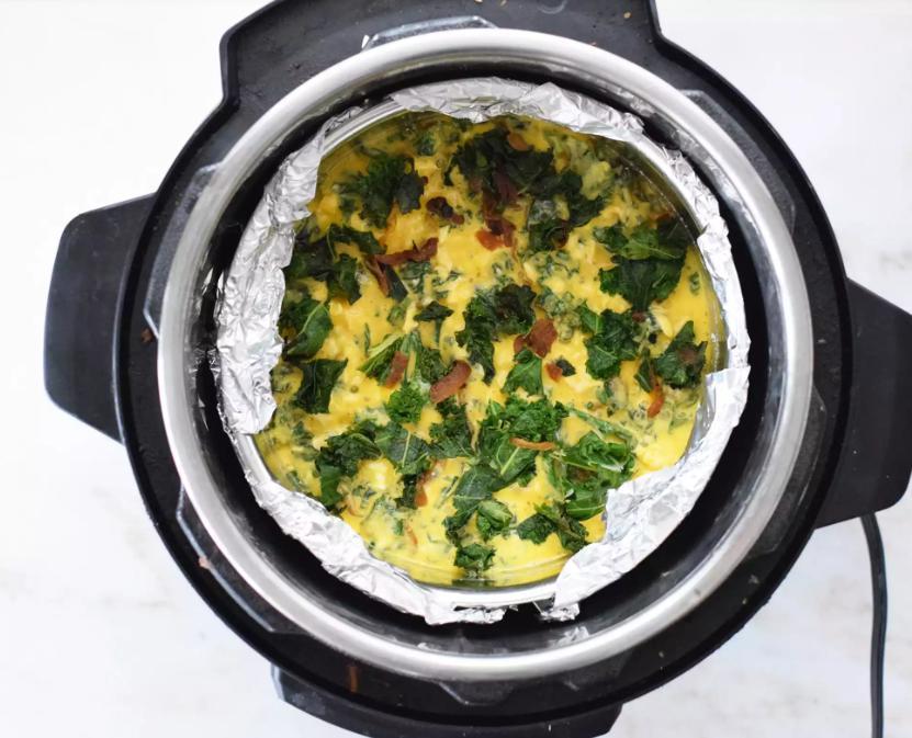 Омлет больше не просят: заливной яичный пирог впечатлил всю семью (рецепт)
