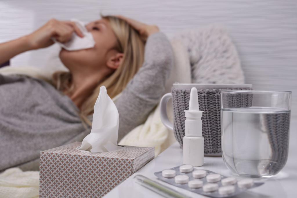 И все-таки это простуда или коронавирус? У одного сначала поднимается температура, потом приходит кашель, а у другого наоборот