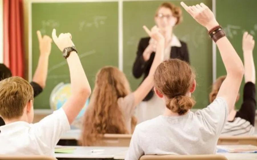 Не отрицайте вину своего ребенка, если он провинился, но постарайтесь объяснить его позицию: как вести себя в кабинете у директора школы