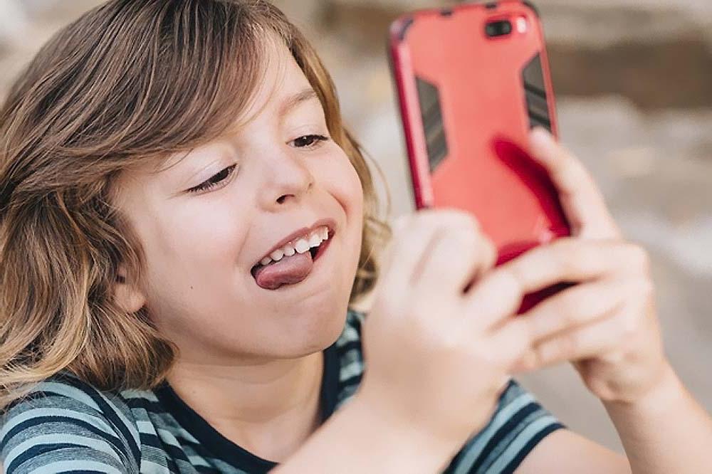 Как противостоять манипуляциям и непослушанию ребенка, если он не голоден, не болеет и не устал: переключать внимание, игнорировать и другие приемы