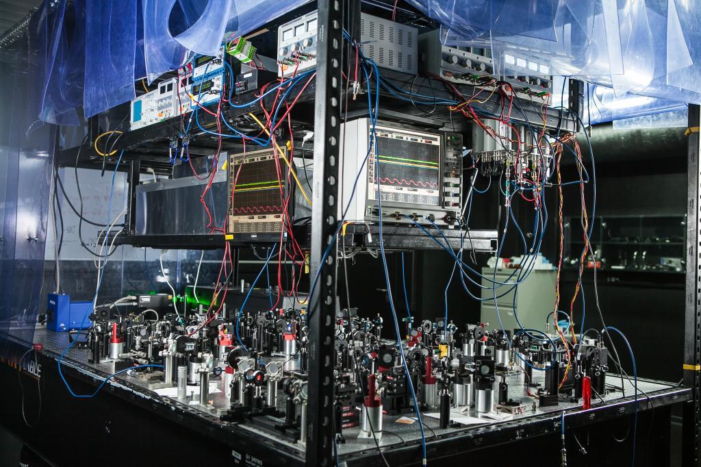 В России создали первую международную школу квантовых вычислений. Начальная цель - отечественный квантовый компьютер