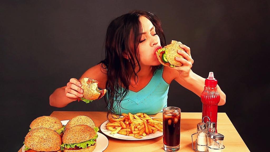Осенью многие начинают набирать лишний вес. Одежда, пища, аппетит и активность - 4 главных фактора риска
