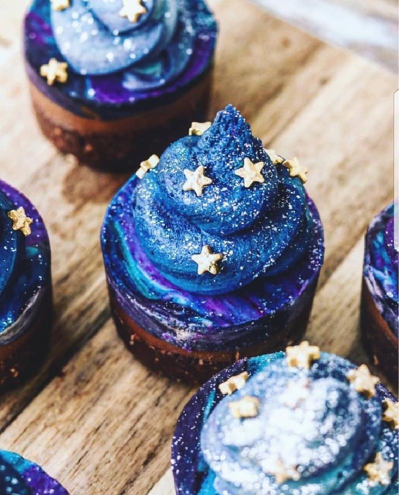 """Пробуем Галактику на вкус: как испечь оригинальные кексы с """"космическим"""" дизайном"""